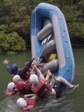 Что делать при крушении надувной лодки?
