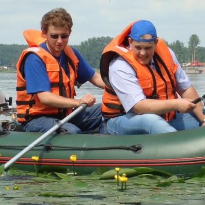 Какую лодку для рыбалки выбрать: одно, двух, трех и четырехместную