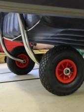 Зачем нужны транцевые колеса для надувной лодки?