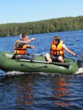 Правила поведения на воде: как сделать рыбалку на надувной лодке безопасной